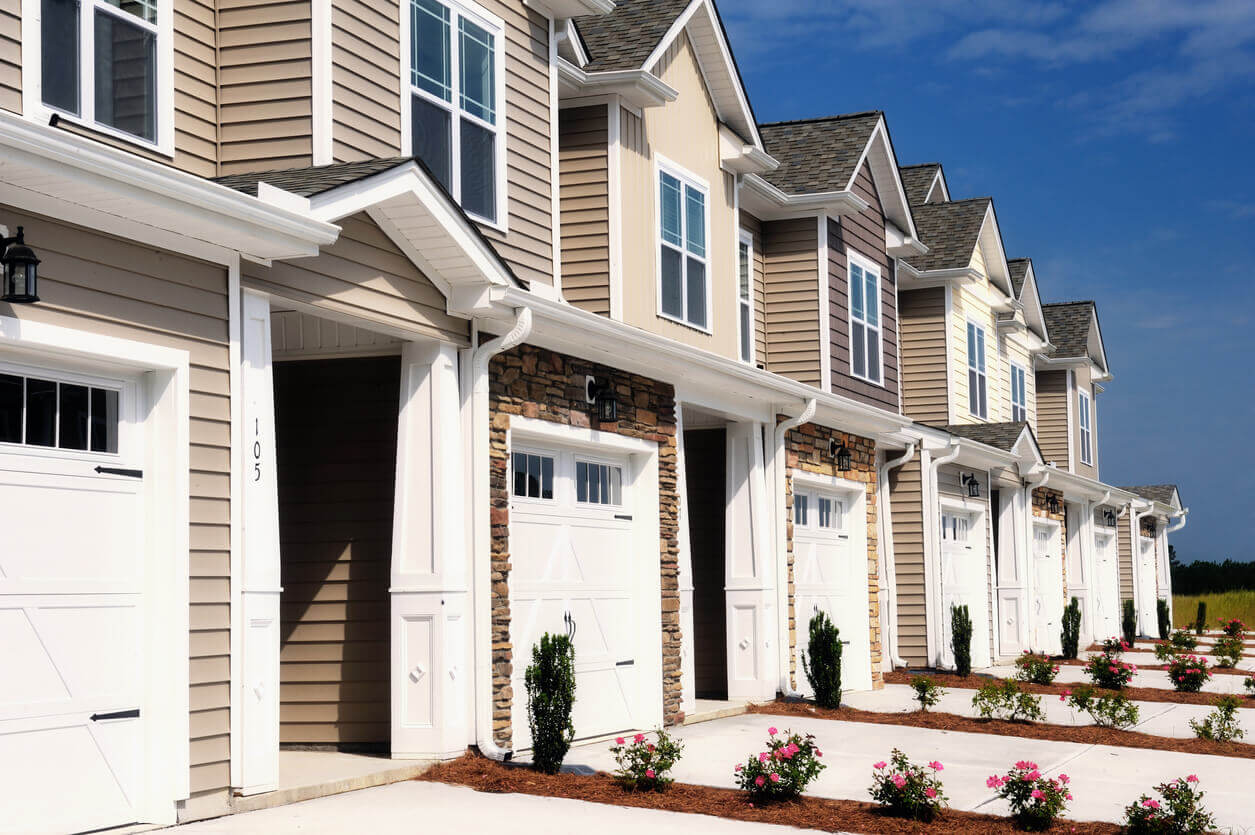 residential condominium with garage - best provider of condominium insurance in maine and nh